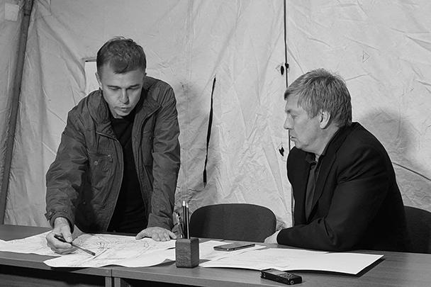 Алексей Русских (справа) в оперативном штабе по ликвидации последствий оползня
