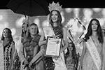 В Ялте состоялся ежегодный конкурс красоты «Мисс Крым» с участием 15 представительниц в возрасте от 16 до 22 лет из разных городов полуострова. На этапе отбора девушки проходили различные испытания и радовали зрителей дефиле в нарядах от известных дизайнеров(фото: Сергей Мальгавко/ТАСС)