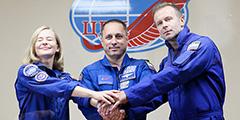 Пилотируемый космический корабль «Союз МС-19», на борту которого находятся космонавт Антон Шкаплеров, актриса Юлия Пересильд и режиссер Клим Шипенко, во вторник отправился к МКС для съемок фильма «Вызов»