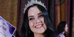 На церемонии в «Президент-Отеле» объявлена победительница конкурса красоты, который провела Федерация мигрантов России. Корону получила 25-летняя Рушана Каримова из Узбекистана. В финал также вышли девушки из Киргизии и Таджикистана