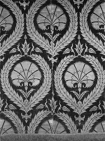 Завеса. Турция, XVII в. Бархат золотный, рыхлый, бахрома золотная, ткачество.