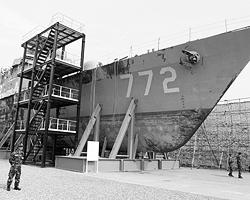 Останки корвета «Чхонан», потопленного южнокорейской торпедой (фото: Reuters)