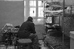 В камере может быть даже по-своему уютно, но вряд ли заключенный может забыть, что это на всю жизнь(фото: РИА
