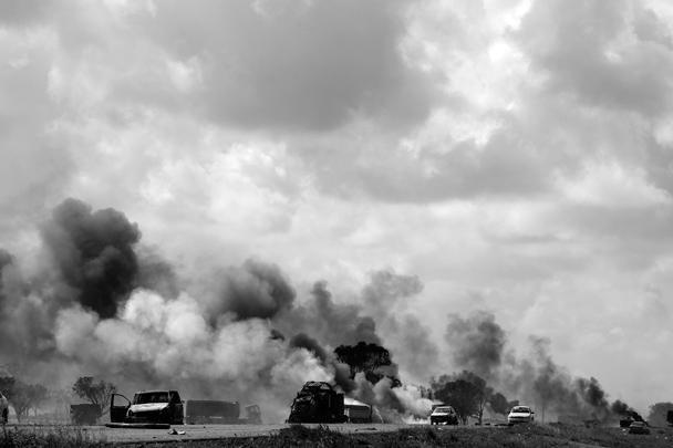 Французской авиацией была уничтожена колонна автомашин, принадлежащих войскам, верным Каддафи
