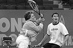 2004 год. Губернатор в паре с самым известным российским теннисистом того времени Маратом Сафиным играет товарищеский матч в рамках турнира по большому теннису St.Petersburg Open-2004(фото: ИТАР-ТАСС)