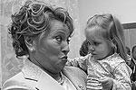 2006 год. Губернатор и юная воспитанница нового детского сада из Приморского района(фото: ИТАР-ТАСС)
