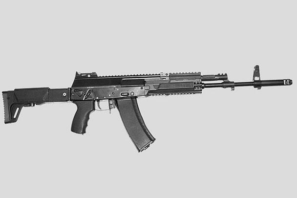 При разработке АК-12 конструкторам удалось сохранить традиционную простоту и надежность, присущую автоматам Калашникова, при этом существенно улучшить его параметры, адаптировав к современным условиям боя. Еще одним преимуществом оружия является то, что он может служить платформой, на основе которой в дальнейшем будут разработаны порядка 20 различных модификаций