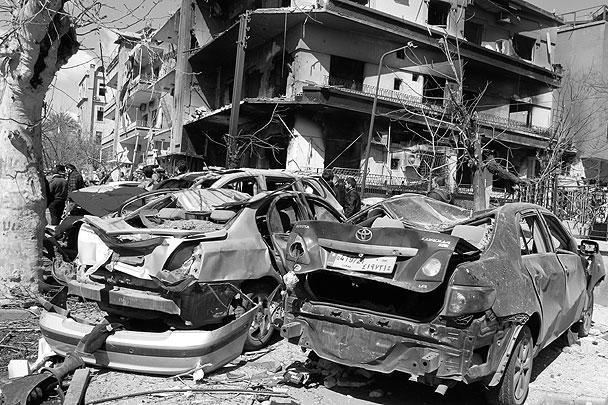 По предварительной информации, мишенью террористов было здание штаба разведки ВВС, расположенное в квартале Кусаа
