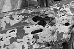 В республиканском МВД сообщается, что «взрывом повреждены три служебные автомашины полиции, один автомобиль МЧС, 15 гражданских машин, здание КЗПП «Аляска-30», здания коммерческих организаций и газовая труба диаметром 57 мм»(фото: ИТАР-ТАСС)