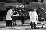 Жители Тираны выстроились перед больницей в очередь, чтобы сдать кровь для раненых. Одним из доноров стал президент страны(фото: ИТАР-ТАСС)