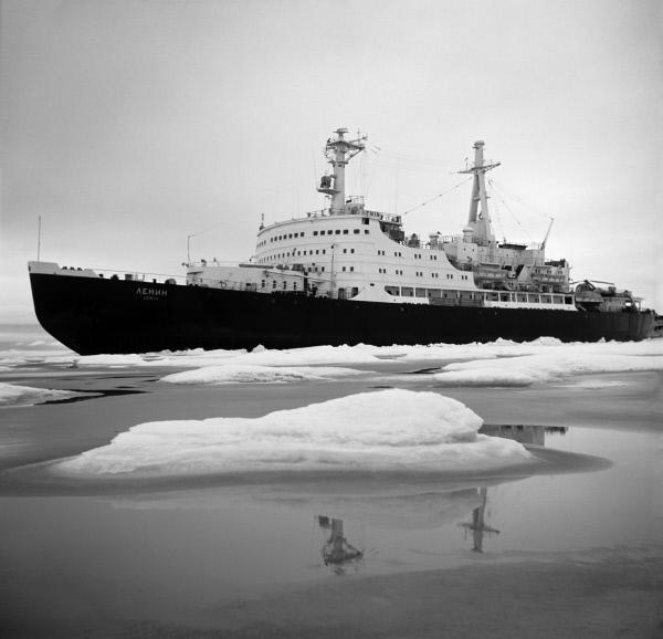 Первый советский и первый в мире атомный ледокол – «Ленин». Сейчас – корабль-музей. Находится на вечной стоянке в Мурманске