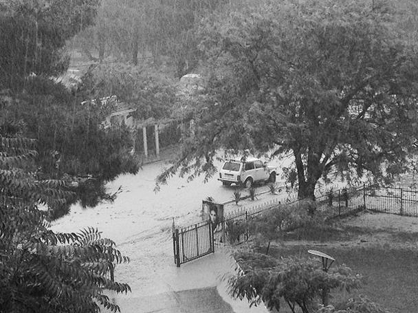 Наводнение было вызвано мощными ливневыми дождями, в результате которых за один день на Кубани выпала двухмесячная норма осадков