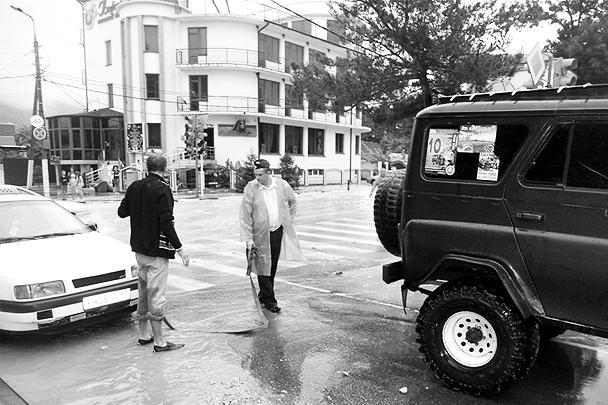 Сейчас обстановка в регионе стабилизировалась, проводится комплексная оценка наводнения, подсчитывается количество пострадавших людей и домов