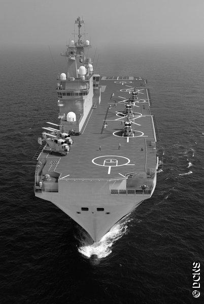 В частности, вооружение «Владивостока» будет состоять, в том числе, из двух 30-мм шестиствольных артиллерийских установок АК-630 российского производства. Одну из таких установок можно заметить на носу корабля. Кроме того, на проектном изображении видны и вертолеты, также российского производства