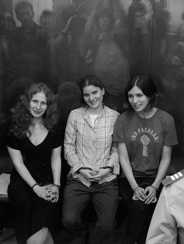 Участницы Pussy Riot (слева направо) Мария Алехина, Екатерина Самуцевич и Надежда Толоконникова