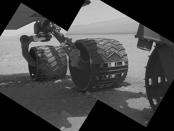 Сейчас марсоход находится в 100 метрах от места посадки у кратера Гейла, где он приземлился месяц назад