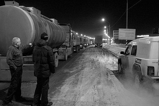 По свидетельству очевидцев, колонна одних только большегрузов растянулась на сотню километров