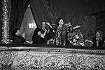Октябрь 1996 года. Юбилей Галины Вишневской отметил Большой театр России. В честь 70-летия со дня рождения замечательной русской певицы здесь была показана опера Пуччини «Тоска», в которой она блистала на прославленной сцене. На снимке: Галина Вишневская отвечает на приветствие публики(фото: ИТАР-ТАСС)