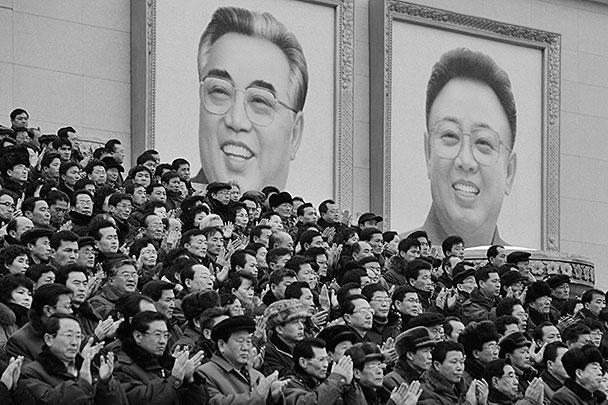 На митинге присутствовали старшие офицеры корейской армии и сил внутренней безопасности, представители различных министерств и ведомств, трудовых коллективов, известные в стране ученые