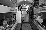 В каждом убежище есть все, чтобы встретить конец света с комфортом: паркет из натурального дерева, кожаный диван, плазменный телевизор и камин. Средняя стоимость «постапокалиптического люкса» составляет 74 тысячи долларов  (фото: atlassurvivalshelters.com)