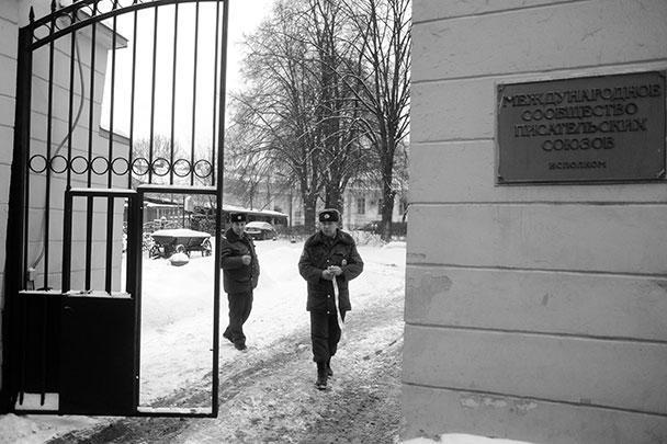 СМИ называли Усояна одним из самых влиятельных криминальных авторитетов в России. В 2010 году на Усояна уже было покушение: авторитет и его охранник в центре Москвы попали под обстрел снайпера, однако оба выжили. Тогда сначала источники сообщили, что Дед Хасан скончался, однако позже выяснилось, что он жив