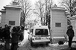 Усоян, родившийся в Грузии в 1937 году, считался лидером крупнейшего криминального клана в РФ. По информации открытых источников, он получил первую судимость в 19 лет за сопротивление сотруднику милиции. Во время третьего срока, в 1966–1968 годах, Усоян получил статус вора в законе. В 1998 году Усояна пытались убить в Сочи, однако киллер промахнулся. В 2010 году криминального авторитета серьезно ранили в Москве, он долгое время провел в больнице(фото: ИТАР-ТАСС)