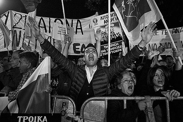 Киприотам очень не понравилась идея спасения их собственного государства за их же счет. Они требуют наказать банкиров, которые довели страну до ручки