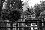 Дом в Беркшире, где было найдено тело Березовского, умершего на 68-м году жизни, в понедельник остается в оцеплении. Полиция ведет следствие и инцидент комментирует крайне скудно, но об одной важной улике стало известно(фото: Reuters)
