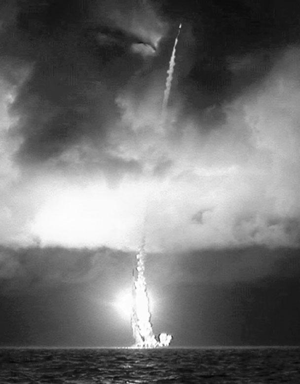 Московский институт теплотехники, разработчик российских баллистических ракет, впервые опубликовал ранее секретную фотографию залпового пуска МБР «Булава», выполненного подводным крейсером «Юрий Долгорукий» 23 декабря 2011 года