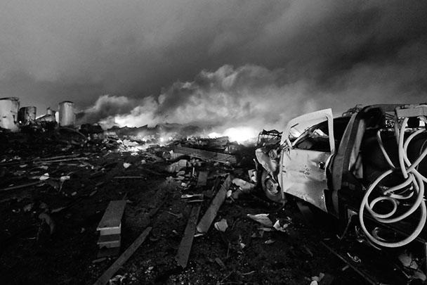 По данным местных властей, разрушены от 50 до 75 домов, а также жилой комплекс на 50 квартир, от которого остался один остов. СМИ сообщают о по меньшей мере ста разрушенных зданиях