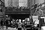 В центре чешской столицы в понедельник утром прогремел мощный взрыв. Ранения получили по меньшей мере 55 человек, большинство из них порезаны осколками выбитых оконных стекол. По предварительной версии, к ЧП привела утечка газа(фото: Reuters)
