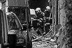 После взрыва полиция и специальные службы перекрыли близлежащие улицы. Было остановлено движение трамваев и других видов транспорта в районе набережной и Народного проспекта. На место происшествия выехал мэр Праги Богуслав Свобода(фото: Reuters)