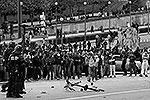Для обеспечения безопасности на церемонии были мобилизованы 800 сотрудников полиции, которым противостояли тысячи хулиганов(фото: Reuters)