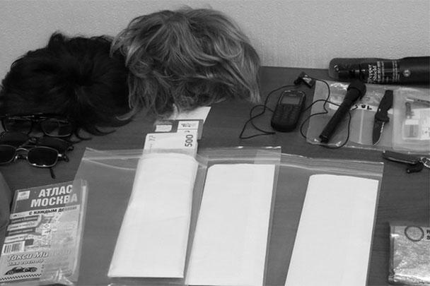 Изъятое у сотрудника ЦРУ - парики, документы и шпионское оборудование