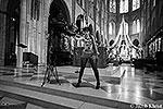 Акция посвящена вчерашнему самоубийству писателя Доминика Венера, произошедшему в понедельник на этом самом месте, перед алтарем. Поэтому в руках у активистки пистолет(фото: femen.org/Jacob Khrist)