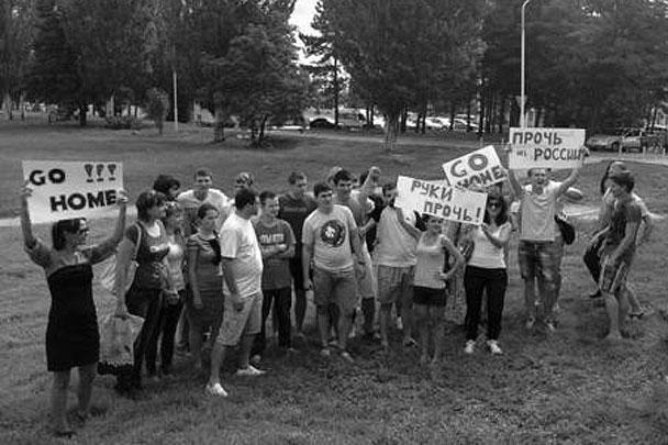 Недовольная рок-группой молодежь устроила импровизированную акцию протеста