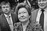 В открытии барельефа приняла участие вдова Бориса Ельцина Наина(фото: EPA/ИТАР-ТАСС)