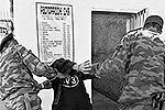 Двое конвойных неотлучно сопровождают каждого обитателя тюрьмы(фото: ИТАР-ТАСС)