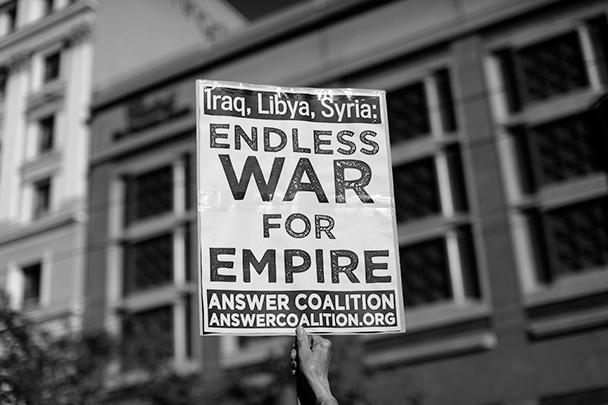 Войны США в Ираке, Ливии, а также планы напасть на Сирию расцениваются противниками такой политики как бесконечная война для империи