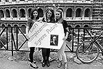 Граждане иностранных государств и художники стрит-арта по всему миру устроили акции поздравления в адрес президента России Владимира Путина. Главе российского государства в понедельник исполнился 61 год. На данном фото Путина поздравляют жительницы Рима(фото: )