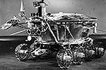 «Луноход-1» (аппарат 8ЕЛ № 203) – первый в мире планетоход, успешно работавший на поверхности другого небесного тела – Луны. Принадлежит к серии советских дистанционно-управляемых самоходных аппаратов «Луноход» для исследования Луны (проект Е-8), проработал на Луне 11 лунных дней (10,5 земных месяцев)(фото: nasa.gov)