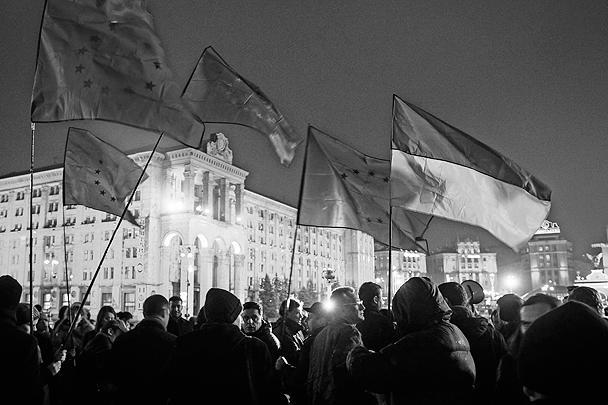 В Киеве на Майдане незалежности собралось порядка двух тысяч человек