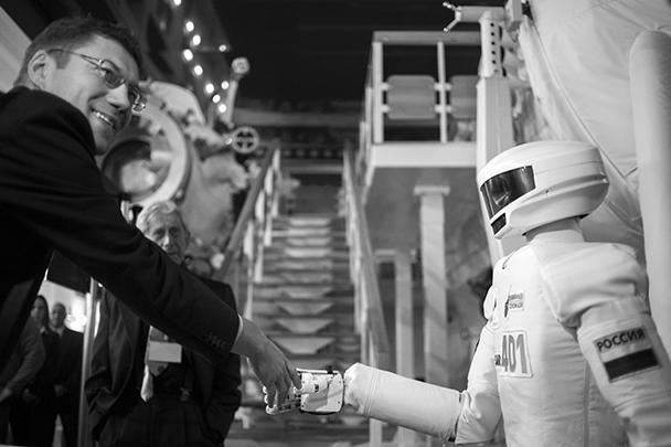 Если робот будет находиться за бортом орбитальной станции, то он будет храниться в специальном боксе, где, возможно, будет поддерживаться особый температурный режим