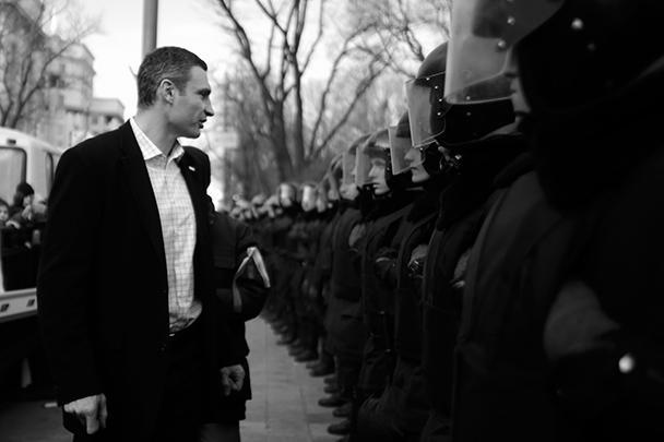 Лидер оппозиционной партии «УДАР» Виталий Кличко требует, чтобы все руководство министерства внутренних дел Украины было привлечено к ответственности за разгон Евромайдана в ночь на субботу, а также за избиение журналистов в ходе других акций протеста в центре Киева