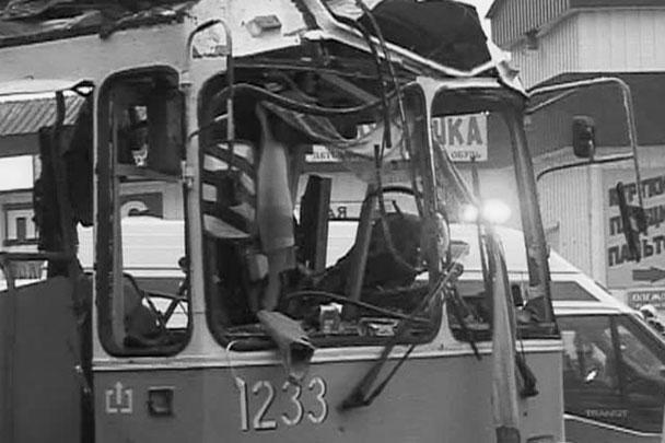 Взрыв произошел на следующий день после теракта на железнодорожном вокзале в Волгограде, который унес 17 жизней, еще более 40 человек были ранены