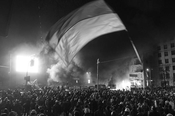 Столкновения в центре Киева на улице Грушевского начались в воскресенье после восьмого по счету народного вече против политики действующей украинской власти