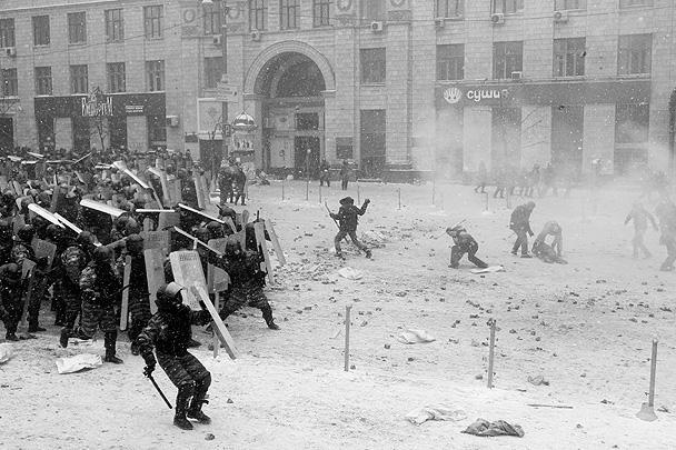 Происходящее в центре Киева напоминает настоящие боевые действия