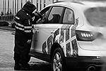 Полицейские останавливают автомобили для проверки документов(фото: Reuters)