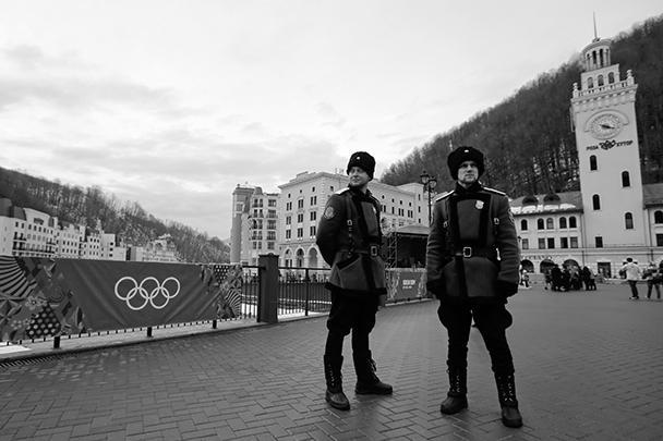 Казаки на страже в горнолыжном курорте в Красной поляне под Сочи