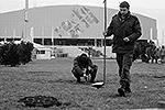 Саперы осматривают коммуникации в Олимпийском парке(фото: Reuters)